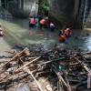 Ribuan orang turun bersihkan sampah Ciliwung