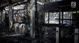 036505300_1495161901-20170519-Kebakaran-di-Stasiun-Klender-Fanani-6